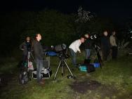 Vereinsmitglieder und Gäste beobachten die Jupiterbedeckung am 15. Juli 2012